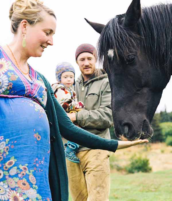 Beautiful picture of pregnant Eve Kilcher, her husband Eivin Kilcher and son