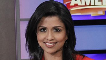 Beautiful Reena Ninan Smiling During News Hosting