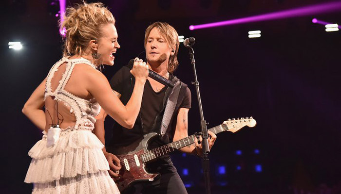 "Carrie Underwood and Keith Urban wins Collaborative Video of the year for ""The Fighter"" at CMT Awards 2017"