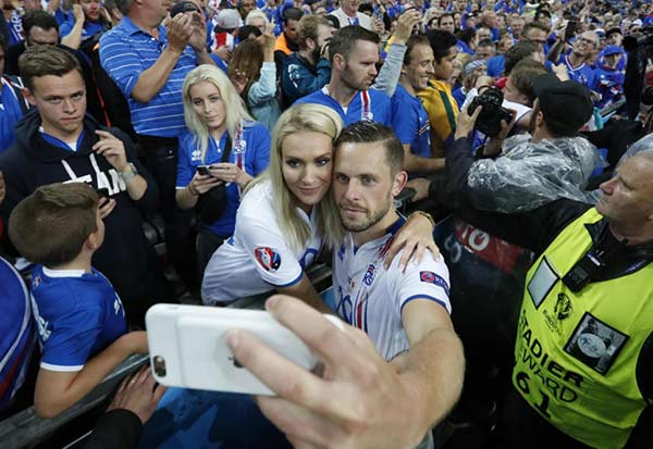 Beautiful Couple: Gylfi Sigurdsson and Alexandra Ivarsdottir seems living happily married life together