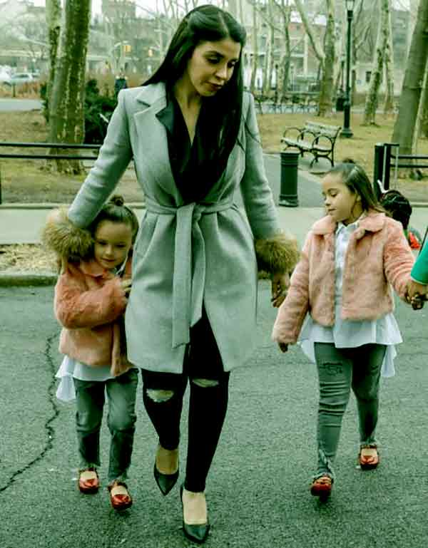 Image of Emma Coronel with her twins daughter